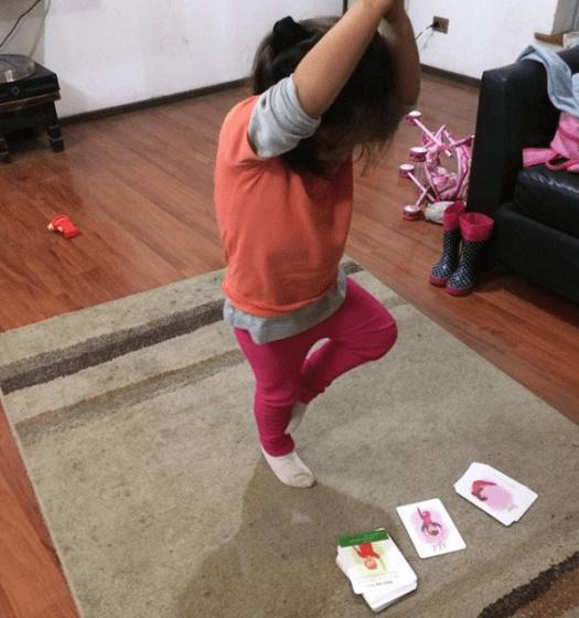 Juego de cartas de yoga para niños que sirven para terapia en casa